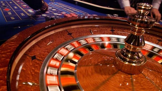 Eine Grossaufnahme eines Roulettes in einem Kasino.
