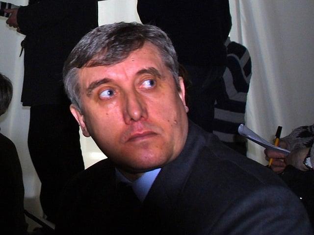 Juschenkow blickt nach oben.