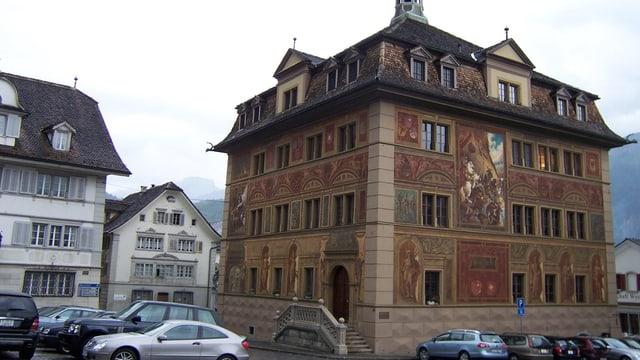 Der Hauptplatz mit dem Rathaus in Schwyz.