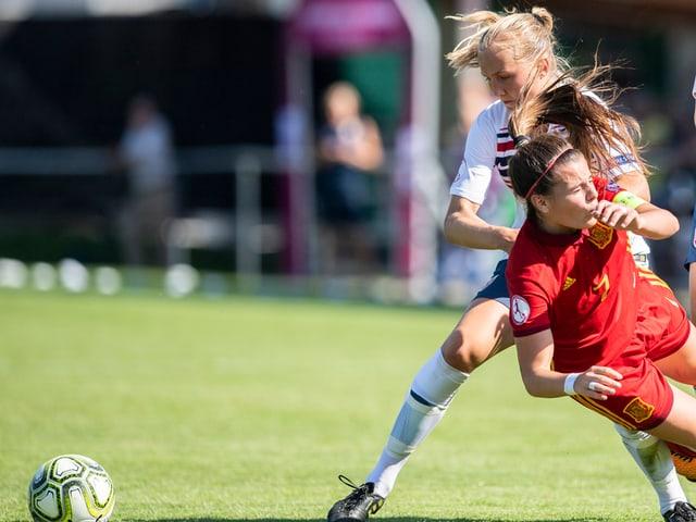 Noor Eckhoff foult Spanierin