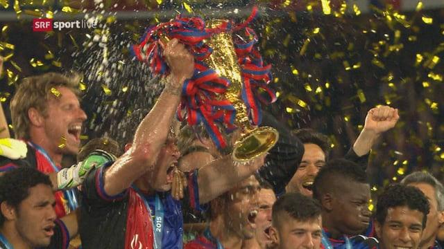 Basler feiern mit Pokal