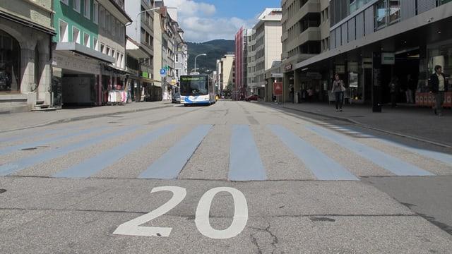 Foto von einem Teil der Begegnungszone, wo mit Tempo 20 gefahren werden darf.