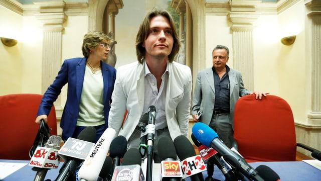 Raffaele Sollecito mit Anwälten