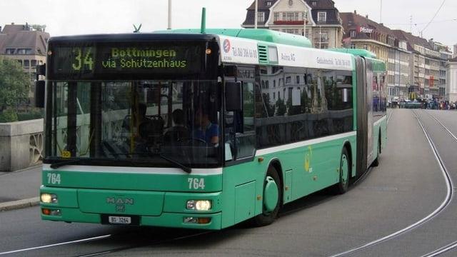 Bus auf Mittleren Brücke