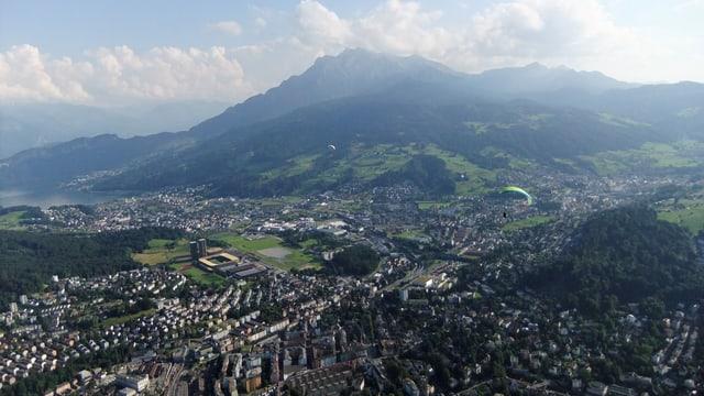 Luftbild von der Stadt Luzern mit Pilatus
