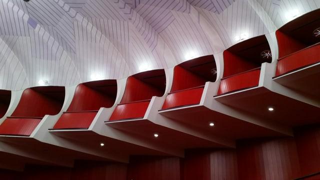 Innenansicht eines modernen Opernhauses.