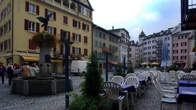 Der Sebastiansplatz in Brig mit seinen Hotels.