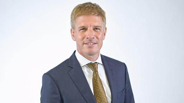 Porträtbild Islers in Anzug und Krawatte.