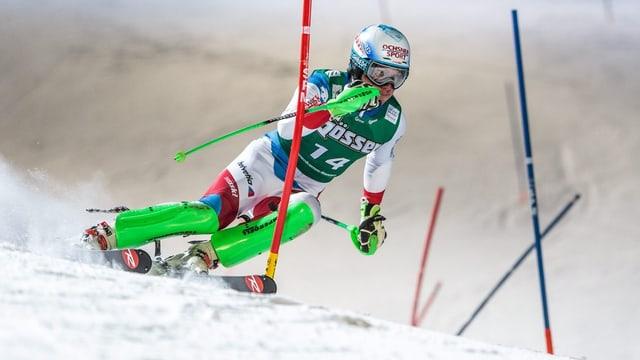 Il skiunz Grischun Carlo Janka durant il slalom da la cumbinaziun a Kitzbühel