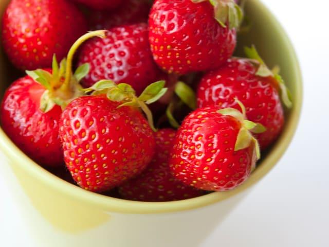 Finger weg - noch ist nicht Erdbeer-Saison!