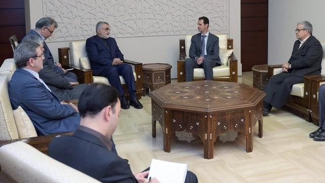 Avant paucs dis han diplomats da l'Iran discurrì a Damascus cun il president sirian Assad.
