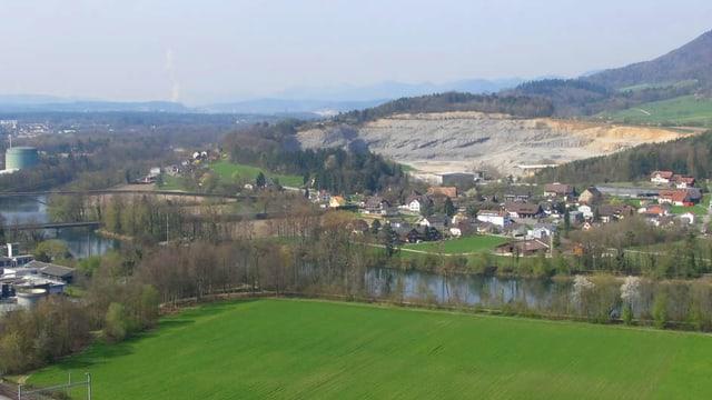 Die Gemeinde Auenstein aus dem Flugzeug.