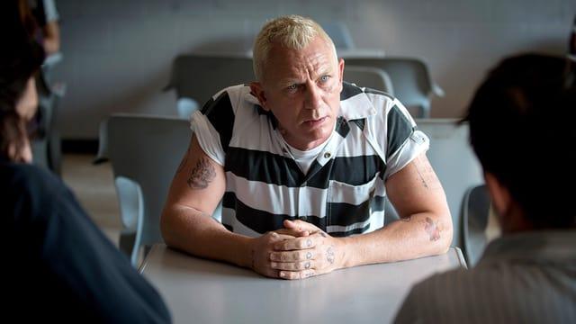 Daniel Craig glänzt als schräger Sträfling Joe Bang.