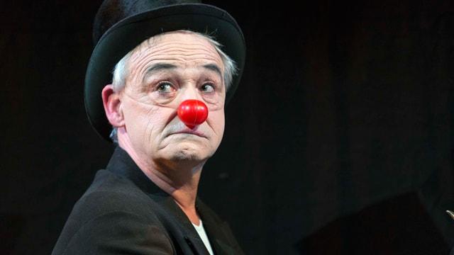 Ueli Bichsel mit Zylinder und roter Clown-Nase