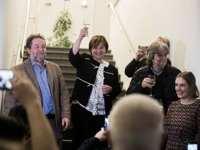 Marina Carobbio erhebt das Glas