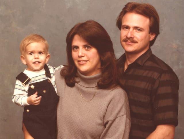 Michael Morton mit Ehefrau und Sohn auf einer Aufnahme von 1985.