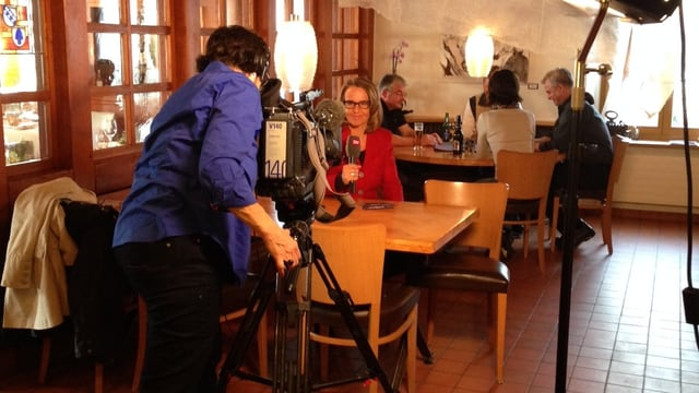 Sonja Hasler während der Traileraufnahme im Restaurant Rössli
