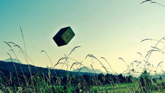 Kiste in der Luft.