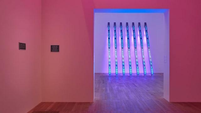 Leuchtschriften in Museum von Jenny Holzer.