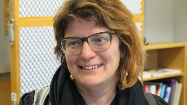 Christine Affentranger hat halblanges rotes Haar und eine Brille.