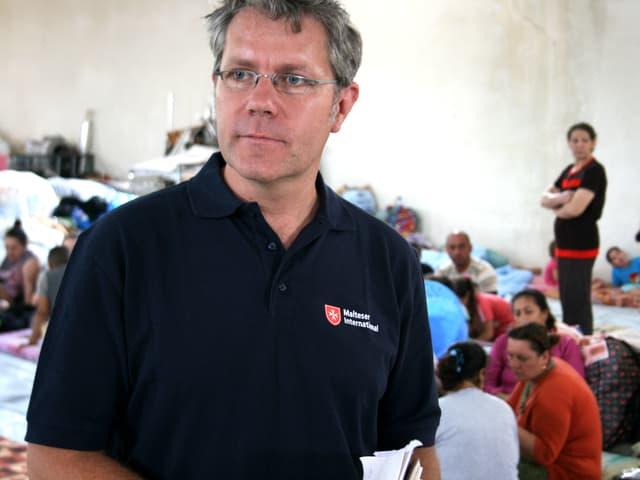 Mann in Flüchtlingslager.