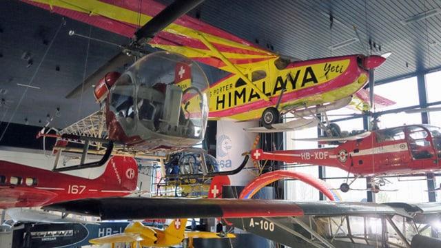 Ausstellungshalle im Verkehrshaus Luzern mit diversen Flugzeugen