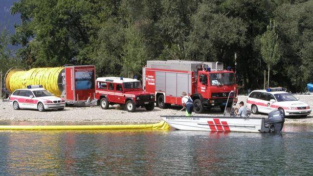 Feuerwehr- und Polizeiautos.