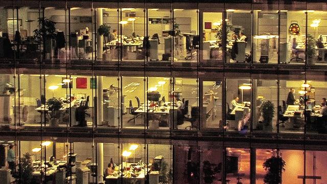 Video «Pausenlos - Schneller, länger, mehr: das menschliche Leben zwischen Arbeitshetze und Burn-out-Syndrom.» abspielen