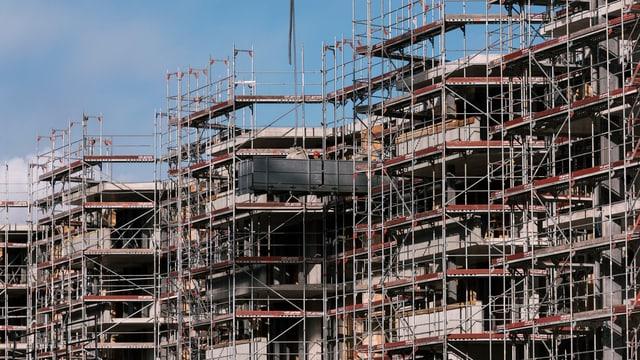 Im Kanton Zürich werden immer noch viele Wohnungen gebaut. Im Bild: Neue Liegenschaft im Glattpark in Opfikon.