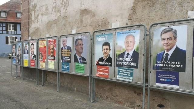 Purtret dals placats dals candidats a Paris.