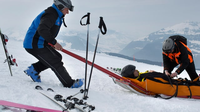 Bergung nach einem Ski-Unfall.