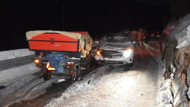 La charrotscha e l'auto demolì en il stgir.