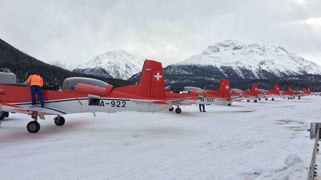 Die PC-7-Fliegerstaffel auf dem Flugplatz Samedan.