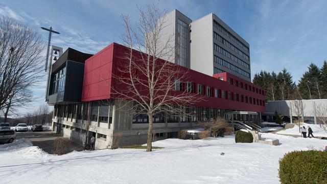 Das Bild zeigt das Institut Guglera im Freiburger Sensebezirk.