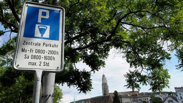 Parkuhrschild in der Stadt Zürich