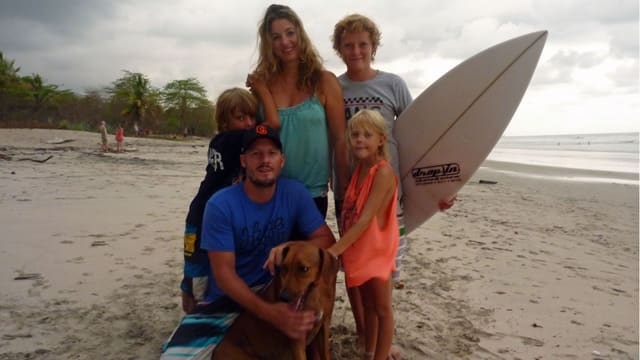 Nicole Gerstner, Mike Wiedmer und ihre drei Kinder.