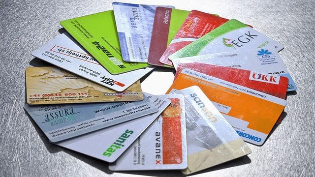 Cartas d'assicuranza da differentas cassas da malsauns.