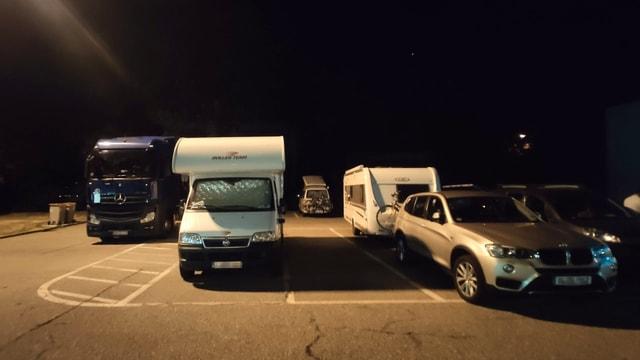Camper auf LKW-Parkplätzen.