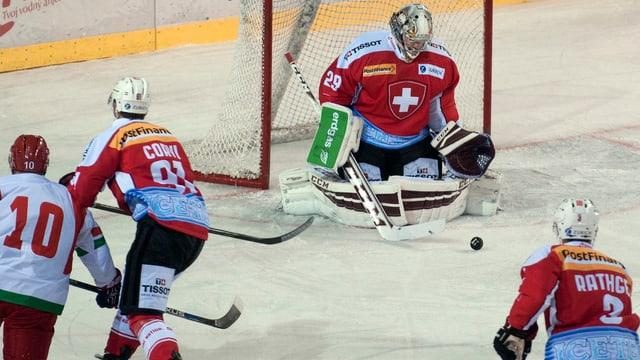 Goalie Mayer im Fokus, die Debütanten Corvi und Rathgeb