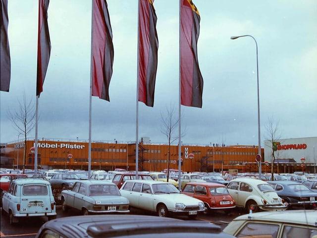 Shoppyland und sein Parkplatz im Jahr 1975.