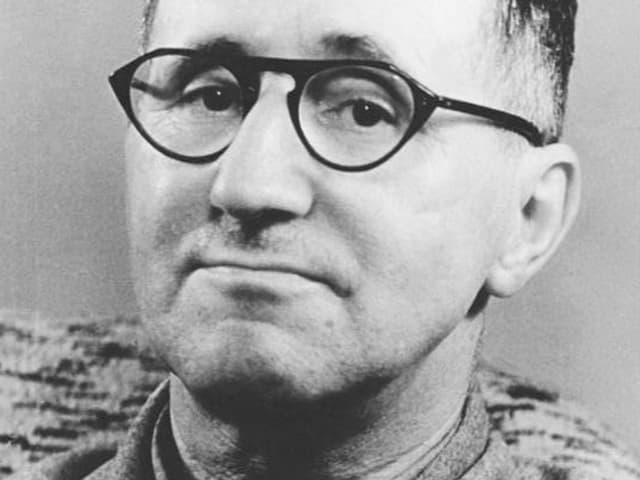 Portrait des Schriftsteller Bertold Brecht.