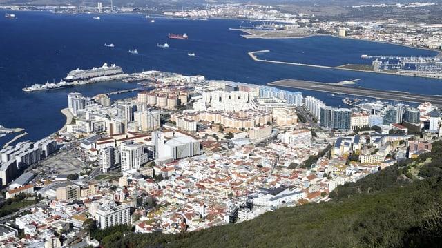 La citad da Gibraltar da surengiu.