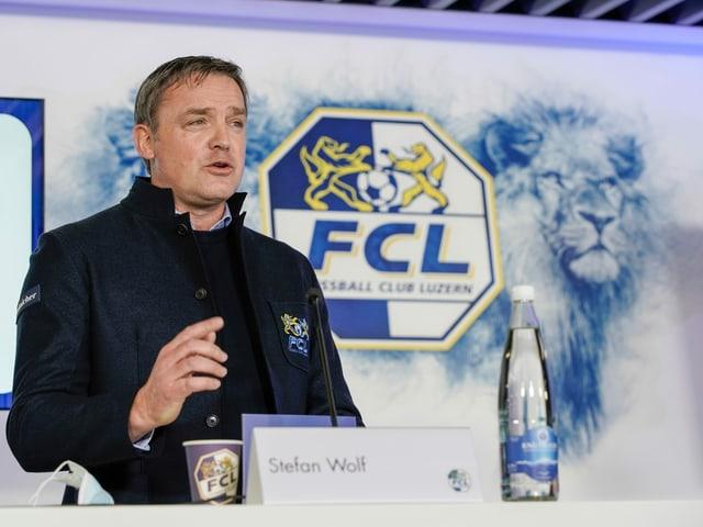 Stefan Wolf.