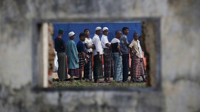 Angehörige der burmesischen Minderheit Rohingya, die vorläufig in Indonesien aufgenommen wurden.