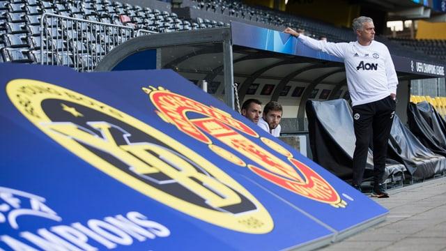 Logos YB e Manchester United, José Mourinho