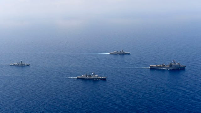 Zerstörer aus den USA, Grossbritannien und Südkorea 2017 bei Anti-Piraterie-Training im Golf von Aden.