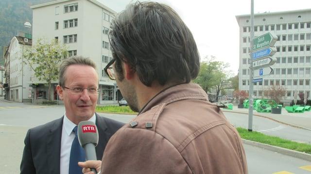 Ein Politiker wird interviewt