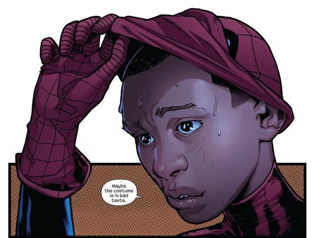 Spiderman nimmt seine Maske ab.