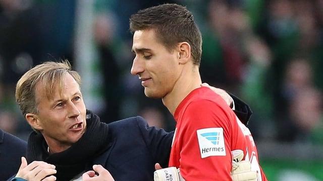 Trainer Andries Jonker gratuliert Koen Casteels