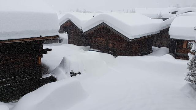 Viel Schnee im Goms: In den letzten Stunden kamen grosse Neuschneemengen zusammen.